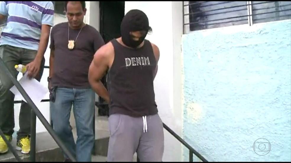 Vizinho foi interrogado no DHPP, no Cordeiro, na Zona Oeste do Recife (Foto: Reprodução/TV Globo)
