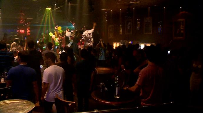 Turma de formandos se diverte na noite de Vitória. (Foto: Divulgação/ TV Gazeta ES)