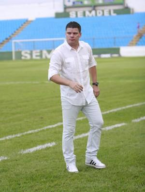 Celinho Valentim, treinador do Imperatriz (MA) (Foto: Flora Dolores/O Estado)