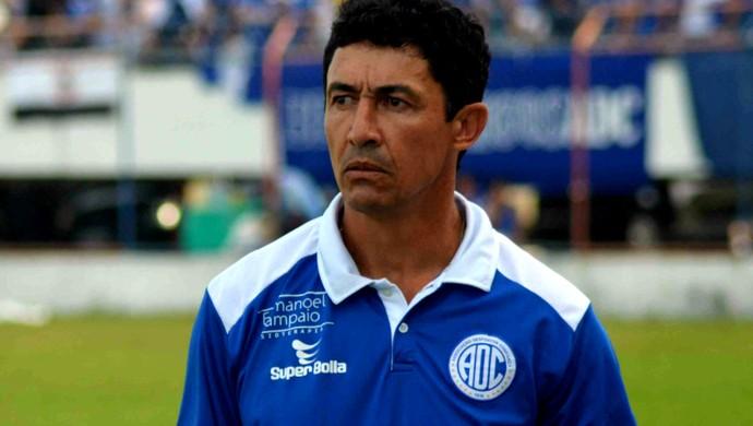 Técnico Betinho; Confiança (Foto: Osmar Rios / GloboEsporte.com)