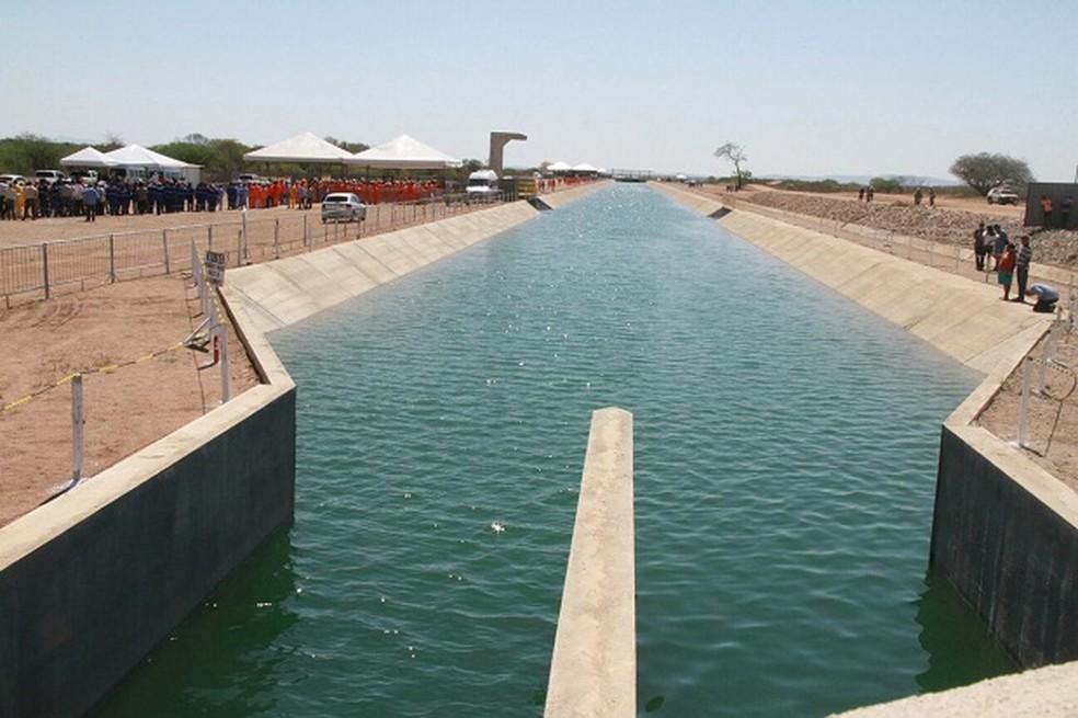 Trecho 3 do Canal do Sertão, que foi inaugurado no município de Inhapi, em Alagoas, em 2015  (Foto: Waldson Costa/G1)