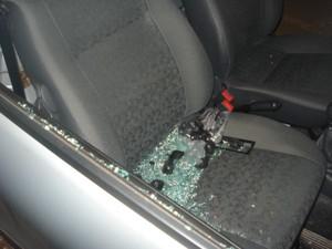 Polícia diz que homem foi preso em flagrante após quebrar janela e tentar roubar carro (Foto: Divulgação)