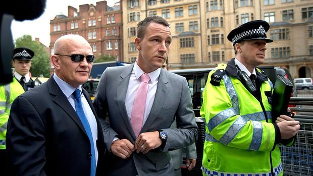 John Terry durante julgamento de racismo (Foto: AP)