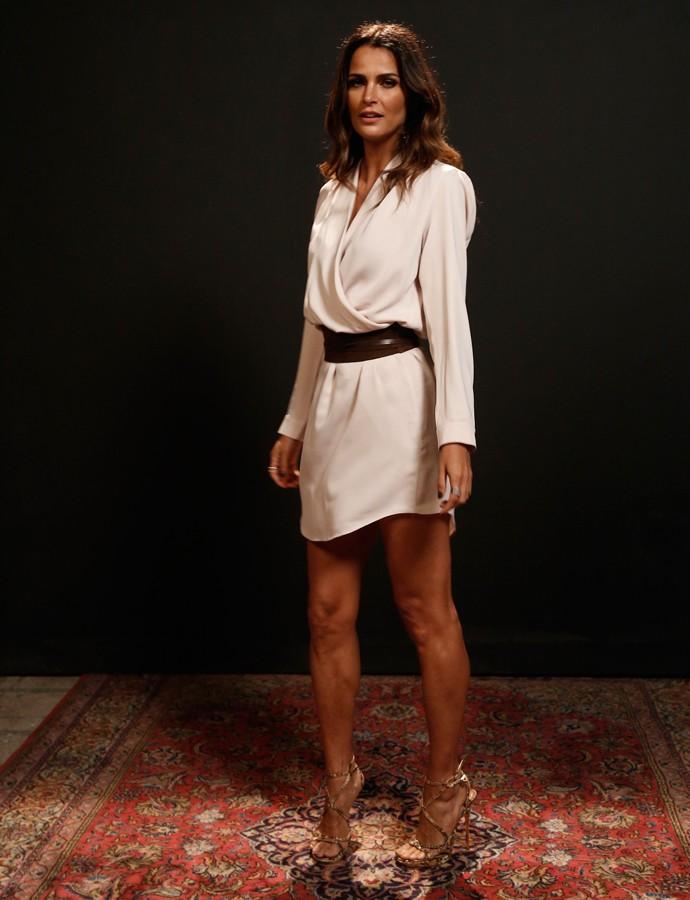 Fernanda Motta aposta em look branco total curtinho para enfrentar o calor carioca (Foto: Raphael Dias/Gshow)