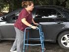 Deficiente física sofre com dores após ter aparelho roubado, em Goiás