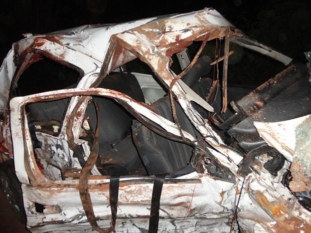 Acidente ocorreu no começo da noite de sábado  (Foto: Antonio Brito / Rádio Integração FM)