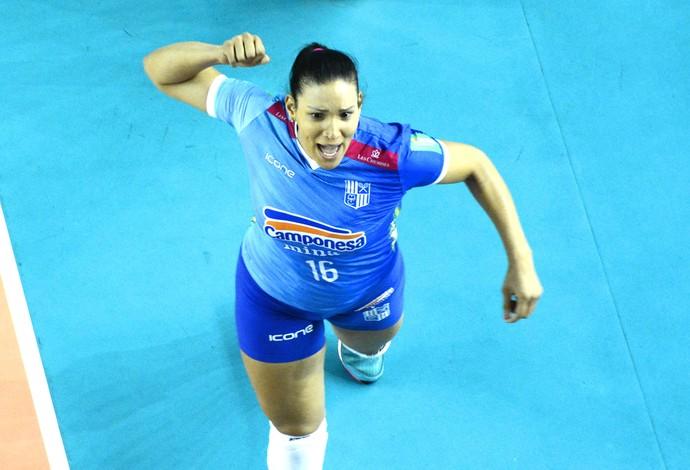 Tandara foi eleita a melhor em quadra na vitória do Minas (Foto: Alexandre Arruda/CBV)