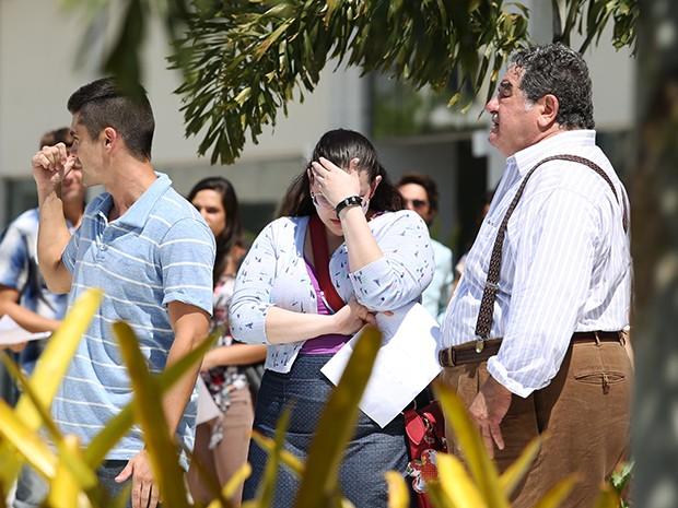 Bia fica envergonhada com a situação (Foto: Carol Caminha/Gshow)