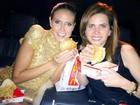 Depois de premiação, Heidi Klum come hambúrguer com batatas fritas