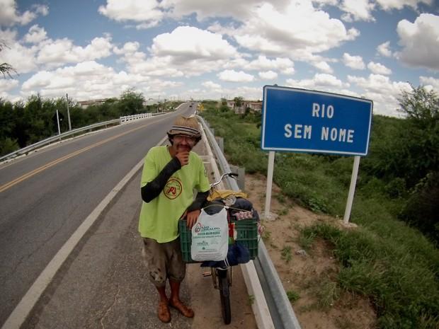 Bruno Navarro na estrada no sertão do Nordeste em 2014 - Piracicaba (Foto: Passupreto Imageria)