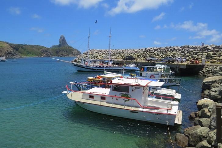 Barcos em Fernando de Noronha