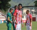 """Alheio à pressão contra o Vasco, Loco Abreu confia: """"Aqui é Bangu"""""""