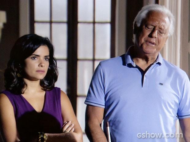 Aline não gosta nada da presença imposta de Rebeca (Foto: Amor à Vida/TV Globo)