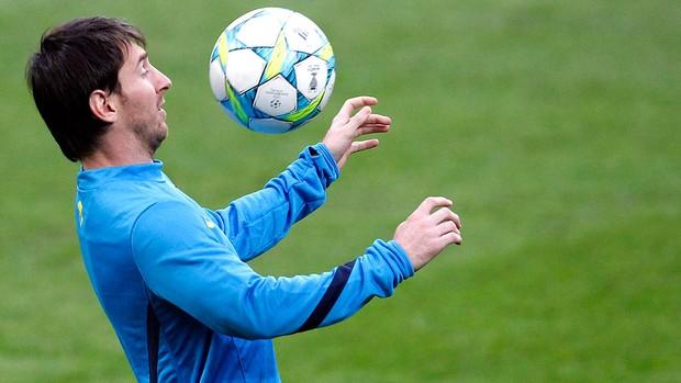 Messi no treino do Barcelona (Foto: AP)