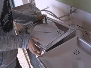 Bebedouros estão sem água na escola  (Foto: Reprodução / TV TEM)