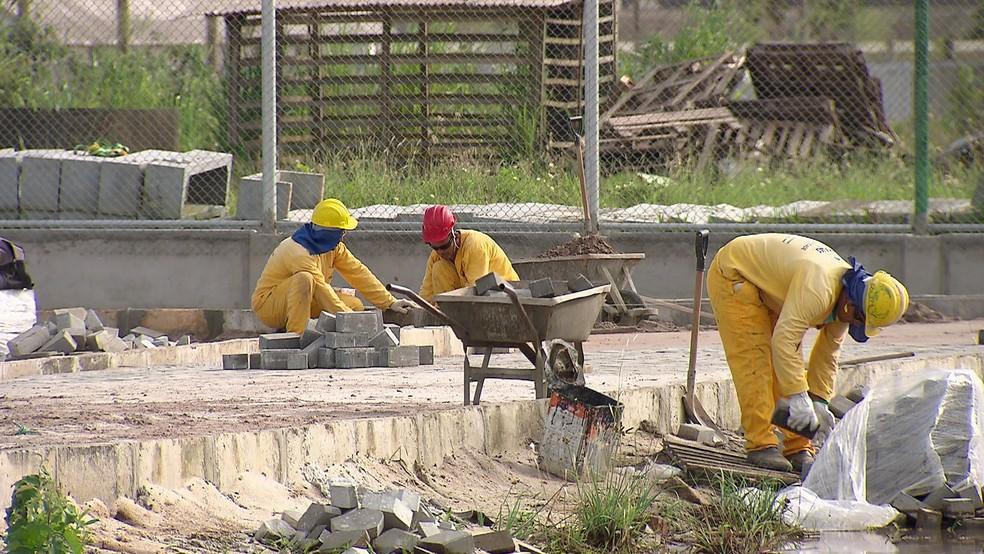 Desde janeiro de 2017, operários da Construtora Carajás trabalham na finalização da obra (Foto: Reprodução/TV Globo)