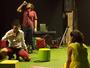 Durante o espetáculo 'Playground', plateia e atores dividem mesmo palco