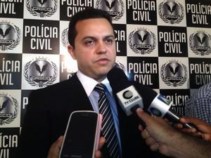 Delegado Carlos César conta como o grupo agia. (Foto: Gilcilene Araújo/G1)