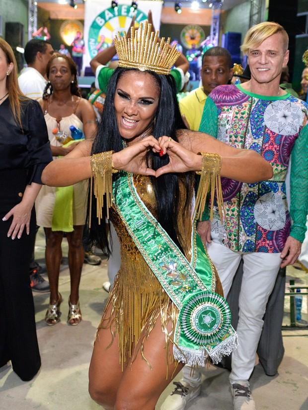 Coroação de Carmen Mouro (Foto: Rodrigo Coutinho / Divulgação )