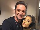 Ariana Grande erra a mão no make e é comparada com Donald Trump