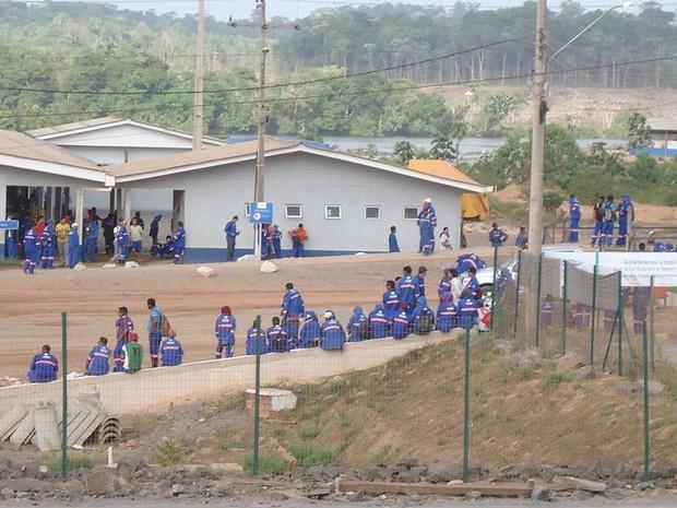 Cerca de 800 funcionários suspenderam os trabalhos em Ferreira Gomes (Foto: Divulgação/Ferreira Gomes Alerta)