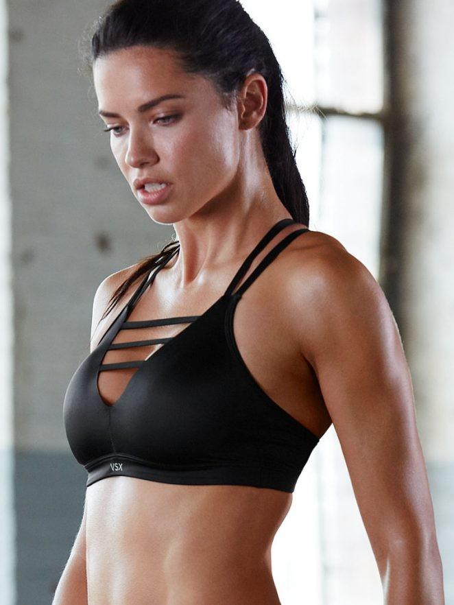 Adriana Lima em ensaio fitness da Victoria's Secret (Foto: reprodução)