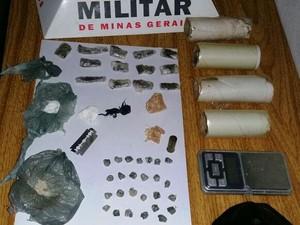 Drogas apreendidas dentro de casa em Buritis (Foto: Polícia Militar/Divulgação)