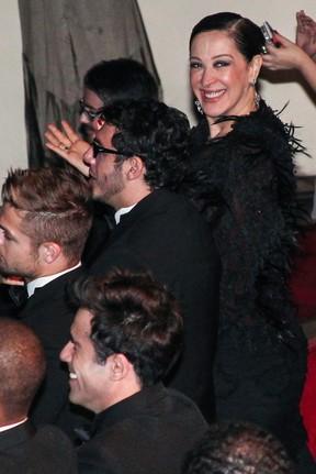 Claudia Raia com o namorado, Jarbas Homem de Mello, em prêmio de teatro em São Paulo (Foto: Manuela Scarpa/ Foto Rio News)