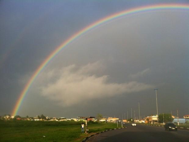 arco iris em são pedro da aldeia (Foto: Heitor Moreira/G1)