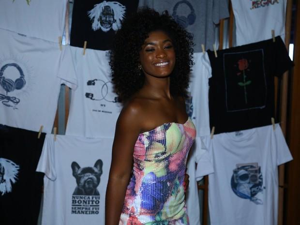 Erika Januza em festa na Zona Sul do Rio (Foto: Marcello Sá Barretto/ Ag. News)