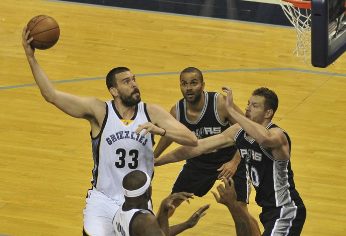 Marc Gasol, dos Grizzlies, contra o San Antonio Spurs (Foto: Justin Ford-USA TODAY Sports)