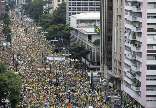 Multidão lotou a Avenida Paulista neste domingo (15) (Foto: EFE/SEBASTIÃO MOREIRA)