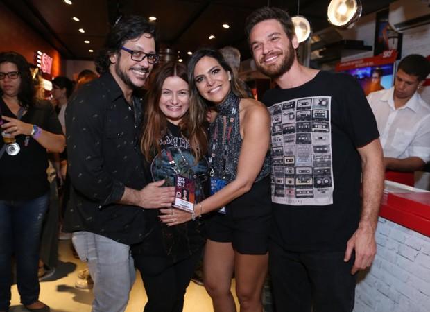Lucio Mauro Filho e a mulher, Cíntia, com Carol Sampaio e Emílio Dantas (Foto: Anderson Borde e Denilson Santos/AgNews)