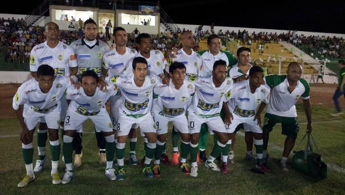 Gurupi entrou em campo para decisão contra o Plácido de Castro com o uniforme branco (Foto: Vilma Nascimento/GLOBOESPORTE.COM)