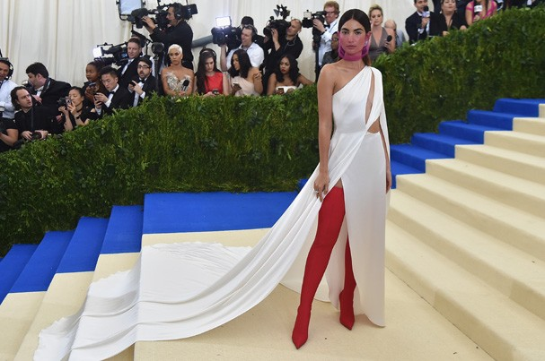 """NEW YORK, NY - MAY 01:  Lily Aldridge attends the """"Rei Kawakubo/Comme des Garcons: Art Of The In-Between"""" Costume Institute Gala at Metropolitan Museum of Art on May 1, 2017 in New York City.  (Photo by Theo Wargo/Getty Images For US Weekly) (Foto: Getty Images For US Weekly)"""