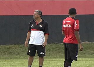 Gilberto Pereira - técnico do Atlético-GO (Foto: Reprodução / TV Anhanguera)