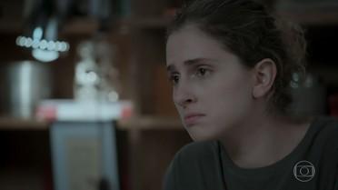 Ivana afirma para Joyce que gosta de pelo crescendo em seu rosto