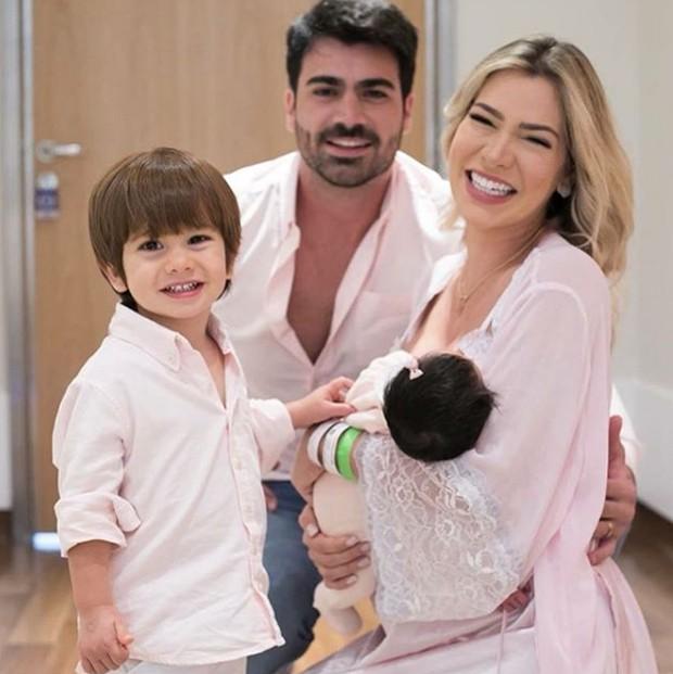 Adriana Sant'Anna com Rodrigão e os filhos (Foto: Reprodução/Instagram)