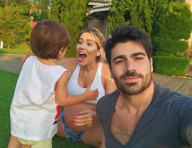 O ex-BBB Rodrigão, Adriana Sant'Anna e Rodrigo (Foto: Reprodução/Instagram)