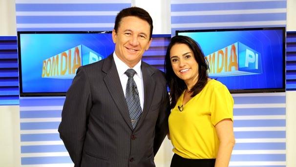 João Neto e Neyara Pinheiro dividem a bancada do Bom Dia Piauí (Foto: Katylenin França/TV Clube)
