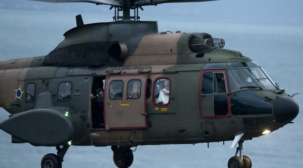 O papa Francisco vai de helicóptero da residência do Sumaré para Copacabana (Foto: Victor R. Caivano/AP)