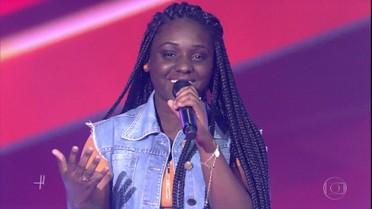 Letícia Corrêa canta 'Sozinho' e encanta técnicos