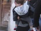 Shakira e Gerard Piqué passeiam com filho caçula na França