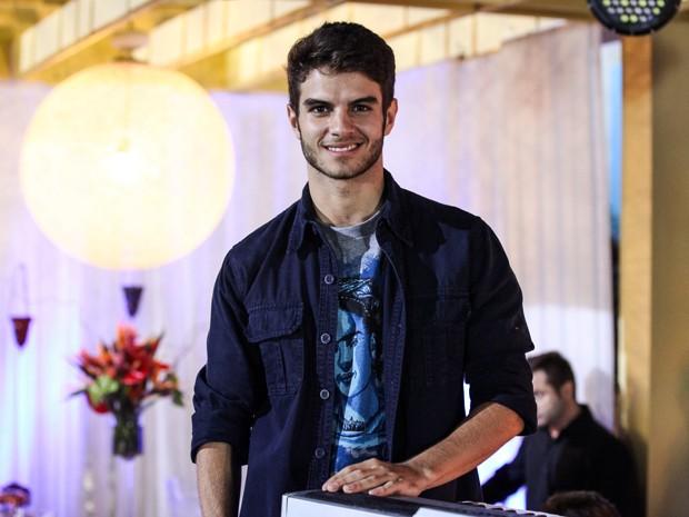 Daniel Blanco grava cenas como Gil da temporada de 2012 (Foto: Malhação / TV Globo)