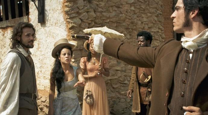 Joaquina tenta intervir na briga (Foto: TV Globo)