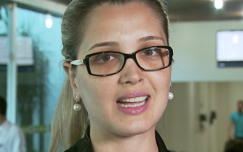 A advogada Andrea Cristina comemora os resultados com o implante auditivo  (Foto: Valdinei Malaguti/EPTV)