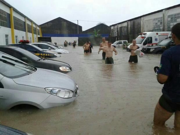 Prédio da Sede da Polícia Rodoviária Federal no Rio ficou alagado após chuvas no estado do Rio (Foto: Arquivo Pessoal / Carlos André Nogueira)