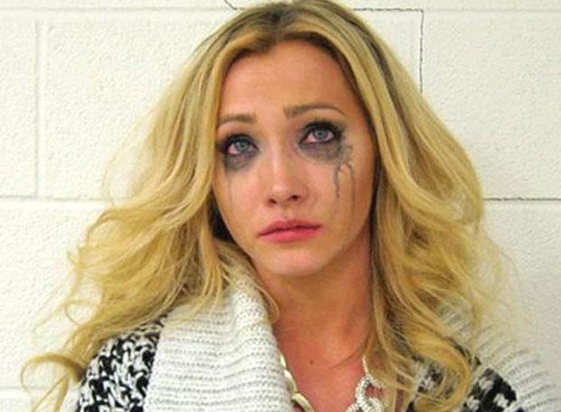 Ashley Stewart ficou triste e chorou ao ser presa dirigindo bêbada na contramão. (Foto: Divulgação)
