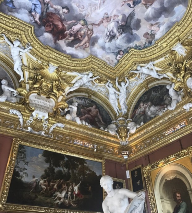 Here's the 'minimalist' room (seven of them!') Where we will be watching the Gucci Cruise show in #florence (Foto: @suzymenkesvogue)