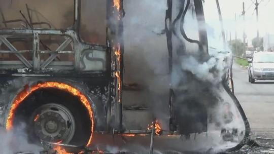 Delegado diz não ter dúvidas que ônibus escolar foi incendiado por alunos